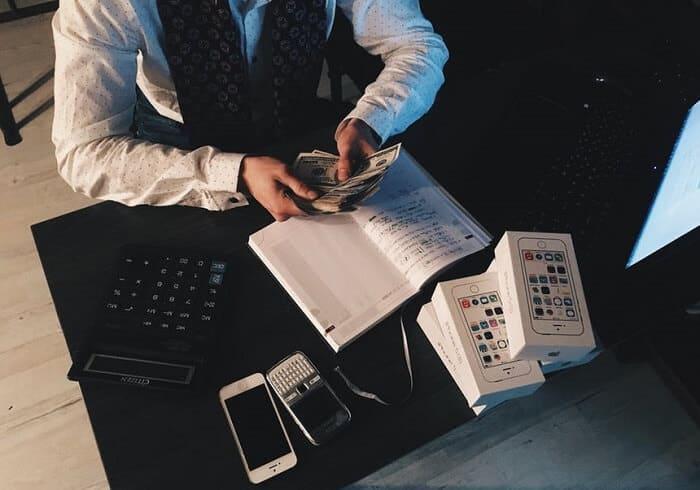 გაბნეული ფული: რატომ სჭირდება ყველა მენეჯერს ფინანსური განათლება